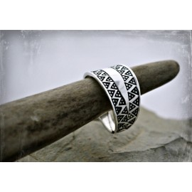 Fine silver Viking ring replica from Gotland